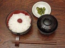 日本人が箸を横に置くのは「結界」だから