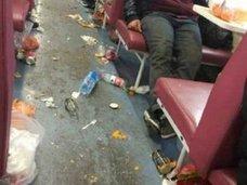 マナー向上は幻想!? 列車内でもポイ捨てしまくる中国人に「ウ○コがないだけマシ」の声も……