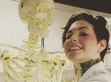【超・閲覧注意】こぼれる内臓、見たこともない物体… 美人病理医のヤバすぎる解剖インスタグラムに「いいね」の嵐!