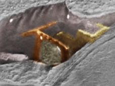 火星で「異次元への扉」が発見される!? 直線と曲線が融合した不思議な構造物に驚愕!