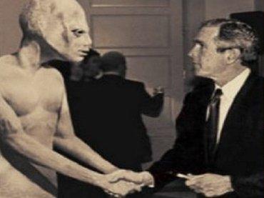 ブッシュ元大統領「UFO機密ファイルを見た、しかし…」米TV番組で爆弾発言! 詳細は?