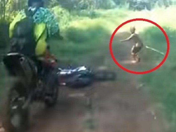 【動画】絶滅したはずの伝説のピグミー「マンテ族」の撮影に成功、半裸で走り去る! 超小型原人「フローレス」とも関係か?=インドネシア