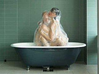 """恋人たちを""""真空パック""""する写真家・フォトグラファーハルがヤバすぎる! 息苦しいまでの愛の密着が、海外でも高い評価"""