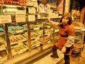 中国で急成長する使用済み下着市場 内職おばちゃんが大量生産してた!?