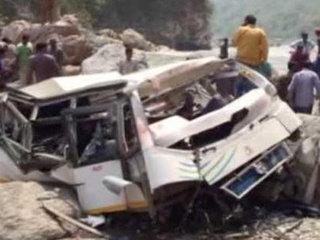 【閲覧注意】崖から250m転落したバスから飛び散った45人の死体がヤバすぎる! この世の終わりと見紛うおぞましさ=インド