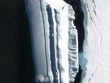 南極大陸の「氷山に擬態したUFO船」がグーグルアースで発見される! 地底世界住民の乗り物か!?