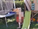 【閲覧注意】滴る羊水と血液、膣から「ドボッ」とこぼれ落ちる赤ん坊…!! 全裸女が裏庭でアウトドア分娩する光景がグロめでたい!