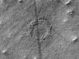 NASAガチ困惑「火星で謎すぎるクレーター」が発見される! 秘密地下基地への出入り口か、UFO着陸痕か!?