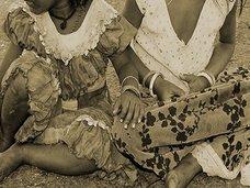 """奇習! 数多の少女を性奴隷にした「謎の紳士」 ― 戦災孤児を襲った""""風呂""""の誘惑"""