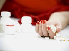 100錠以上の向精神薬、催眠薬を服用後に寒冷下で昏睡状態、まさに生死をさまよった40代の男性