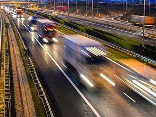 【両腕のない男が高速道路を激走、9歳児が代行運転…! 逮捕された藤原アナも驚く「世界のトンデモ無免許事件3」!