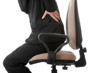 腰痛は<国民病>として国が対策を! 豪州では「腰痛は横になるな」CMを放送