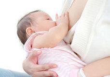 がん治療に効果てきめん!? 娘の母乳を飲む、64歳のイギリス人男性