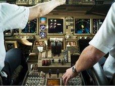 成田発北京行きのコックピット内で機長と女性客が性行為? 副操縦士を追い出し、2人きりで……