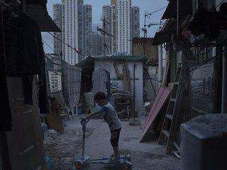 """【【絶望】香港の最貧民が暮らす""""棺桶ハウス""""が激狭! 国連もブチ切れ「人間の尊厳への侮辱」、中国格差社会の暗部"""