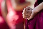 """チベット仏教界の重鎮が教える""""良く死ぬための7つの方法""""! 私という牢獄から解放へ!"""