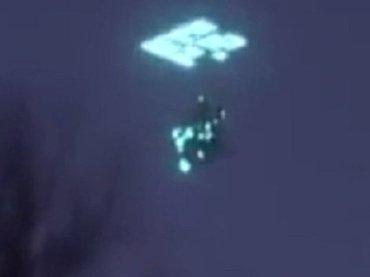 """【必見映像】タイに超絶奇妙でカッコイイ""""回転UFO""""が出現、Facebookで爆発的話題! 動画後半に「エメラルド異次元ポータル」も出現"""