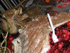 【閲覧注意】斬首された男同士の接吻、頭部から花が咲いた女…50万人が閲覧した「死体芸術」、狂気の10作品!