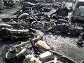 【閲覧注意】150人が一瞬で焼死! 大型トラック横転→石油を盗もうと地元住民押し寄せる→引火爆発、黒焦げ死体の山に=パキスタン
