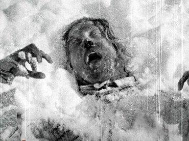 ロシア最恐9人怪死の未解決事件「ディアトロフ事件」の仮説7つ! 放射線まみれの衣服、舌や目のない死体、謎の発光体…