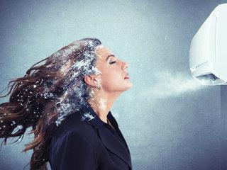 【エアコン風がスマホ・PC操作の血行悪化を促進!  首の痛み、手のシビレには「全身浴」