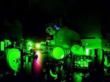 【衝撃】太陽の10億倍明るいレーザー「ディオクレス」が爆誕!  モノの姿を