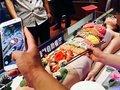 「女体盛り」海鮮レストランでご乱行! 客がお箸で女性器をつまみ……