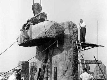 """【ショック】""""ストーンヘンジ捏造説""""急浮上、証拠資料が多数流出!! 考古学者も断言「完全に作り直し」、基礎もコンクリートだった!"""