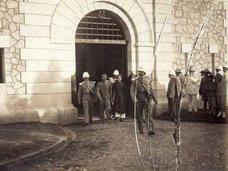 【歴史的閲覧注意】100年前、植民地時代のベトナムで執行された「ギロチン斬首写真」の数々が超ヤバい!