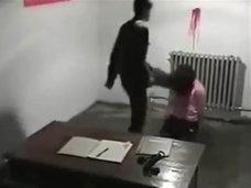 【閲覧注意】北朝鮮で行われる極悪非道なバイオレンス拷問光景がついに流出! 顔を蹴り上げ空手チョップ、女性のパンツを脱がし…!