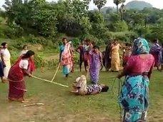 """子どもを犯された母親がブチ切れ、極悪ペド男をメッタ打ち! """"レイプ大国""""インドの私刑がハンパない"""