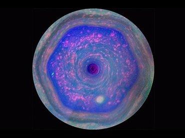 土星の北極に形成された「超巨大6角形ヘキサゴン」の謎! 色・形・精巧さ…すべて怪しい、UFO基地かイルミナティのシンボルか?