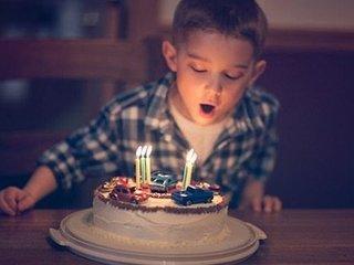 【ショック】誕生日ケーキのろうそくを吹き消すと、細菌が最大12000%増加することが判明! 串カツの二度づけはもっと不潔!!