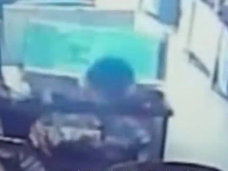"""【閲覧注意】ネトゲ廃人が本当の廃人になる瞬間! 中国のネットカフェで突然""""感電死""""した少年、周囲は無関心"""