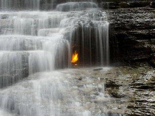 【科学者が困惑する世界の異常スポット8! 炎が燃え続ける洞窟、錯視が起きる場所…いまだ解けない謎の数々!