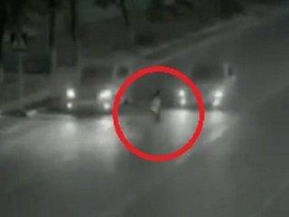 100%車に轢かれるはずだった少女が奇跡を起こす衝撃映像! 父親の霊が瞬間移動で娘を救った!?