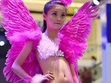"""幼女らをセクシー下着モデルに起用! 中国の""""ヴィクトリアズ・シークレット風""""ファッションショーに非難殺到「まるでペドセンター」"""