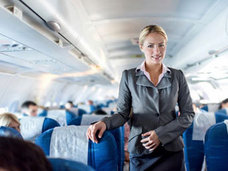 パイロットが機内で淫乱なCAを盗撮