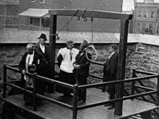 最悪な人生を送った5人の死刑執行人の歴史 ― 自らの親を処刑、自殺、依存症も…!
