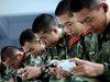 """スマホゲームに熱中しすぎて警報音に気づかず……""""世界最強""""うたう中国人民解放軍が崩壊間近!?"""