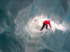 """【【ガチ】南極で「摂氏25度の温暖な洞窟」発見、BBC報道! 学者も興奮「謎の""""高等生物""""が生息、未知のDNA採取できる可能性」"""