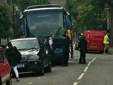 ロンドンで中国人観光客が大ヒンシュク! タワマン火災現場に観光バスで乗り付け、記念撮影