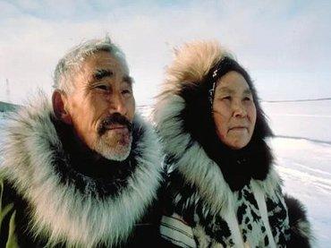 【緊急】イヌイットの長老たちがNASAに本気で警告「異常気象や巨大地震は地球のポールシフトが原因」「太陽があるべき場所にない、空も変わった」