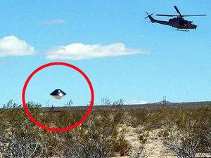 """「最も議論を招くUFO写真だ」米軍基地に""""あまりにも完璧な""""ツヤツヤメタリックUFO出現! 10分静止→アクロバット飛行も… !"""