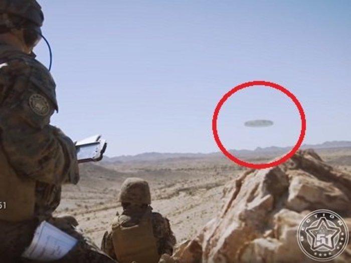 【衝撃】米海兵隊がアリゾナの砂漠を吸い上げる「超巨大母船型UFO」の極秘映像リークか!? 2機の小型宇宙船が飛び出す瞬間もバッチリ