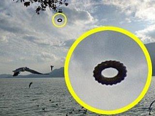 【衝撃】中国で「黄金の巨大コンドーム型UFO」と「ポン・デ・リング型UFO」が連続出現! 中国がUFO分野でも先進国に