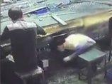 """【閲覧注意】夫の横に座っていた妻が一瞬で""""血みどろ禿げ頭""""になる悲劇の瞬間! 中国の悲惨な労働災害"""