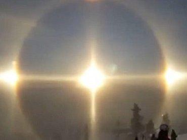 """【動画】「これは天国の扉か、UFO母船か!」スキー場に美しすぎる""""天使の輪""""が降臨! 神秘的光景にスキーヤー棒立ち=スウェーデン"""