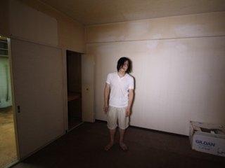 """【事故物件】 """"誰かが死んだ部屋""""に住み続ける芸人・松原タニシが体験した""""なんでもなくない""""日常"""