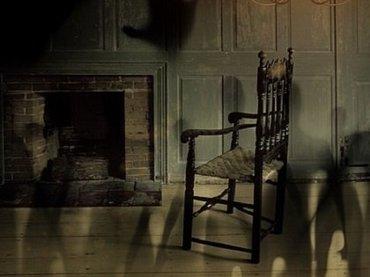 幽霊がいるかもしれない17の兆候! 不可解な臭い、繰り返す悪夢、寒気…